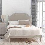 Пастельные оттенки в современной спальне
