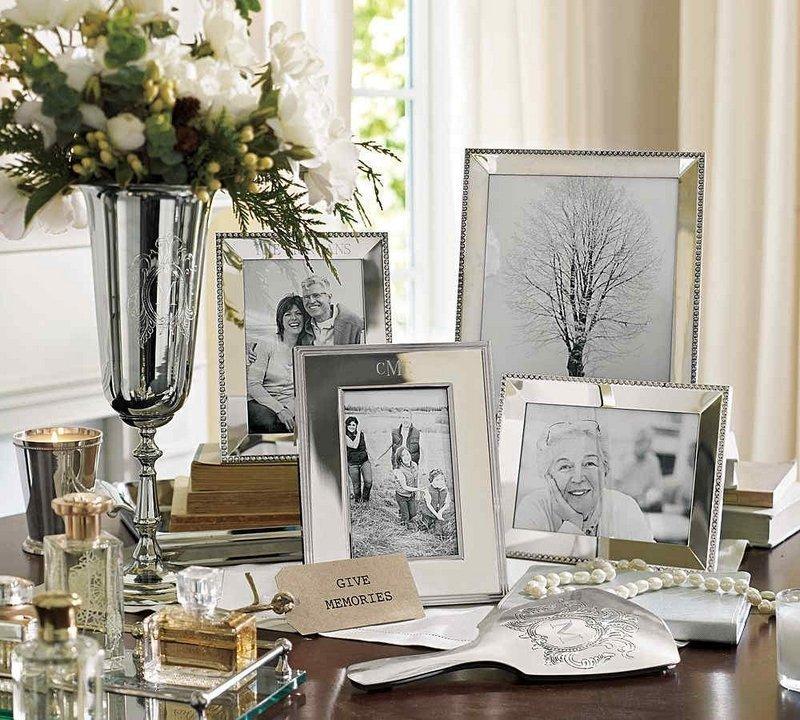 Семейные фотографии на комоде