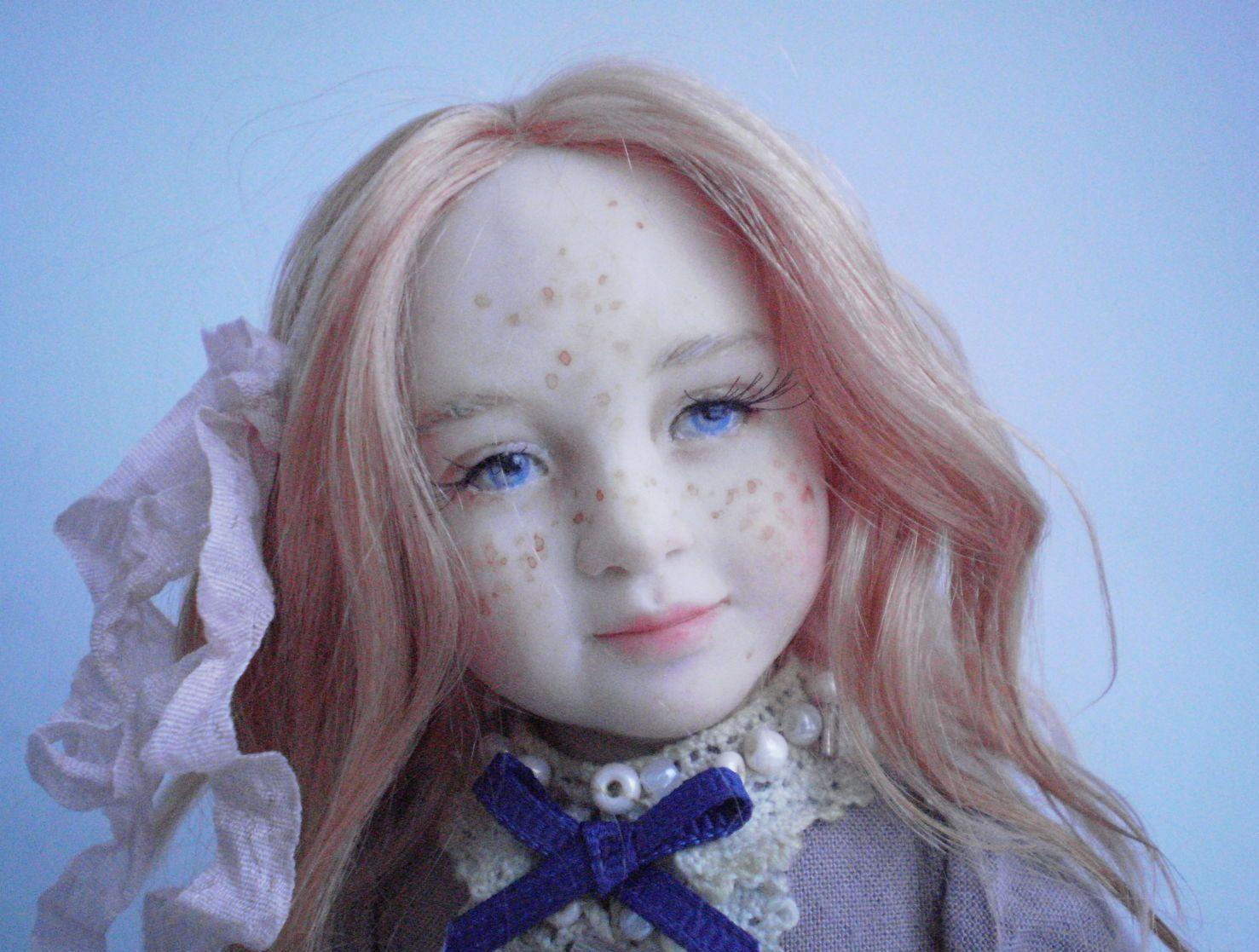 Девочка с веснушками