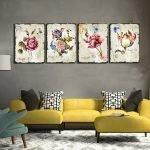 Картины с цветами над диваном