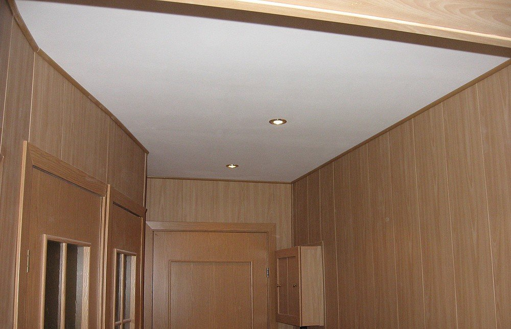 ПВХ на потолке