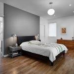 Простая мебель в современной спальне