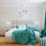 Лампы на столиках у кровати