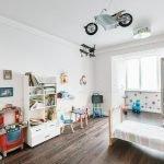 Самолет и мотоцикл под потолком