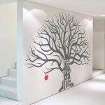Яблоня на стене