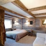 Спальня с дизайном под дерево