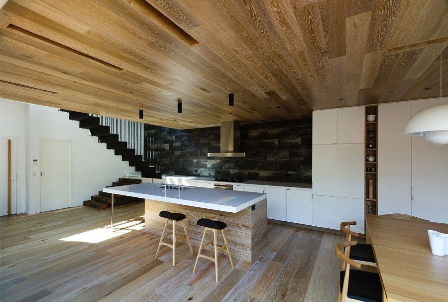 Потолок под дерево на кухне