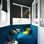 Синий диван в углу