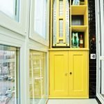 Интерьер с желтой мебелью