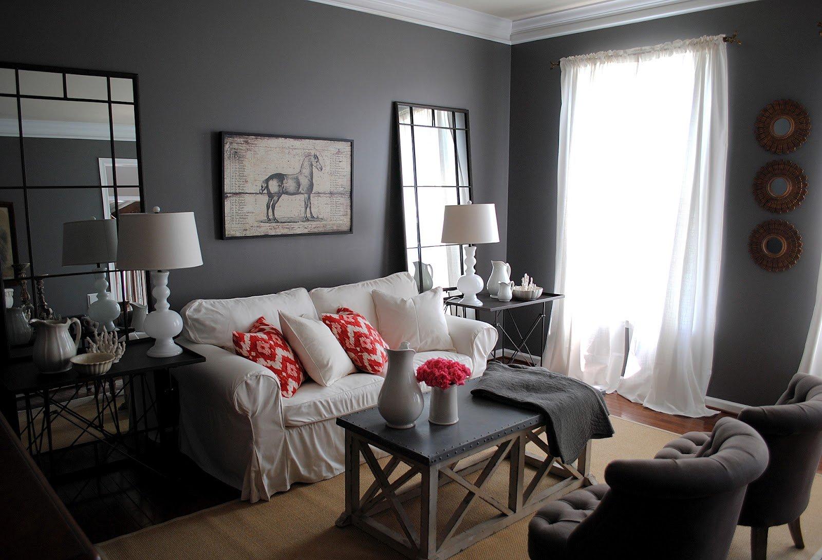 Серый декор небольшой гостиной