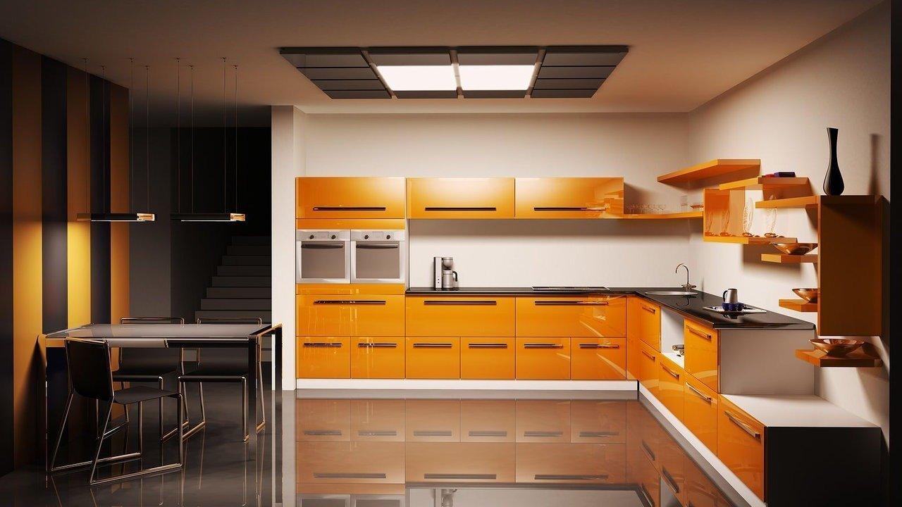 Оранжевый мебельный гарнитур в кухне