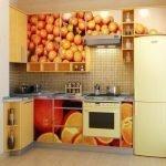 Принт с апельсинами на кухонном гарнитуре