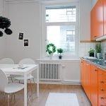 Белый с оранжевым на кухне