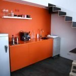 Однотонная оранжевая кухня