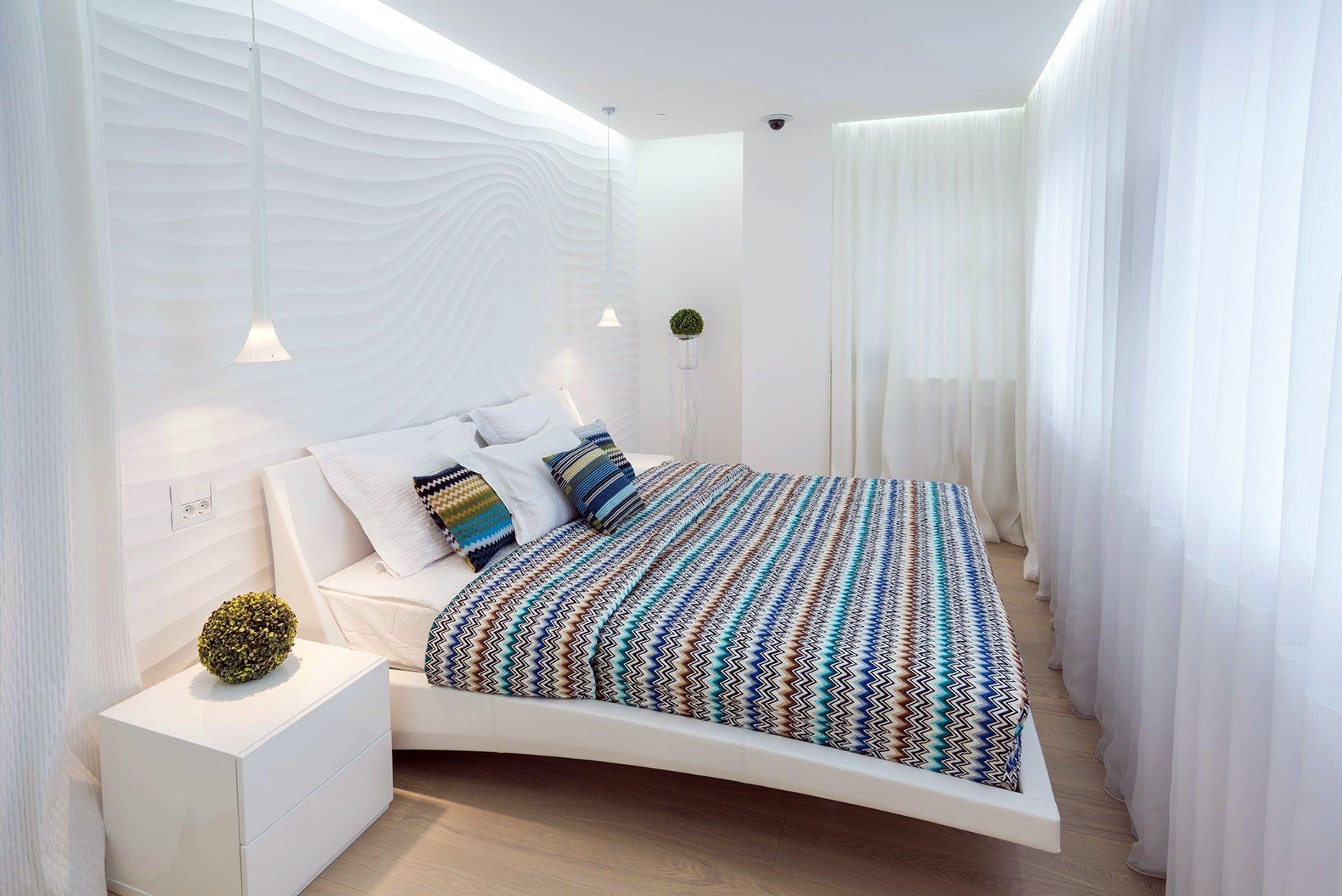 Светлый интерьер спальни 16 кв. м.