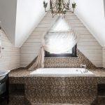 Большая ванная на мансарде