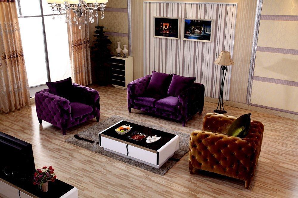 Фиолетовая мягкая мебель в гостиной