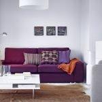 Фиолетовая софа с подушками