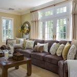 Большой диван для частного дома