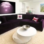 Темно-фиолетовый диван