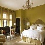Горчичный цвет в интерьере спальни