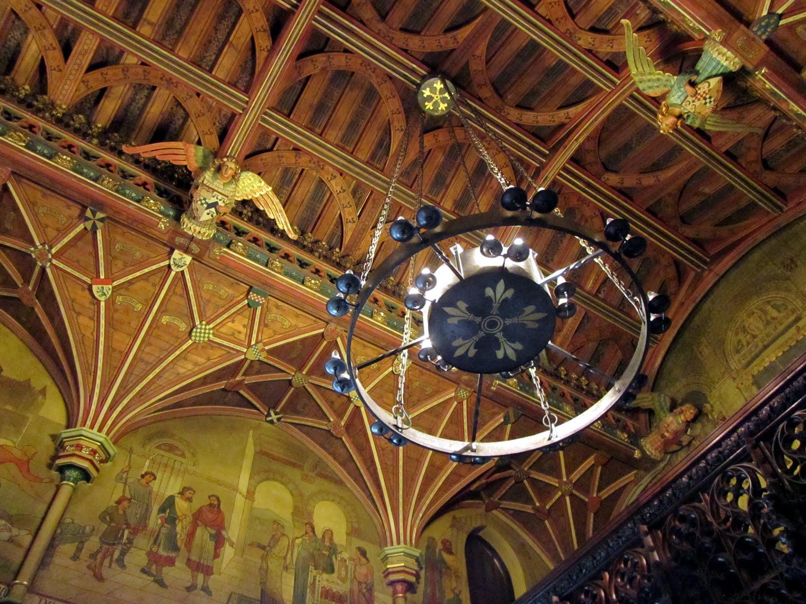 Потолок в готическом стиле