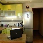 Кухонная мебель с фасадом лимонного цвета