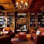 Кожаные кресла и диван в интерьере