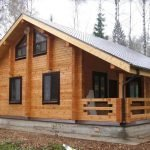 Деревянное жилище на участке