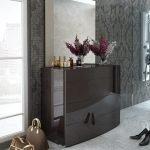 Интерьер с керамической плиткой на полу