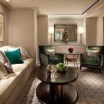 Мебель и стены песочного цвета