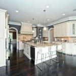 Роскошная мебель в кухне