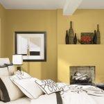 Песочные стены в современной спальне
