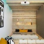 Кровать с изголовьем из дерева