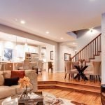 Кухня и столовая на подиуме
