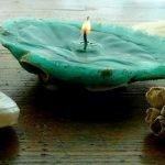 Свеча-раковина на столе