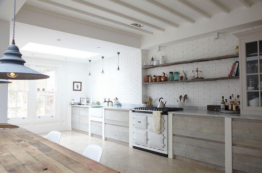Просторная кухня на даче