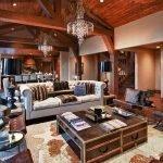 Столик в виде сундуков в гостиной