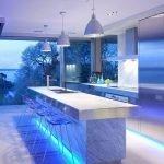 Стол-остро в интерьере кухни