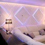 Панели с подсветкой на стене