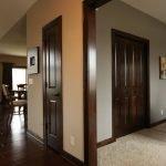 Деревянные двери в частном доме