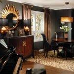Коричневый с черным в гостиной