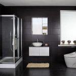 Черный кафель в ванной