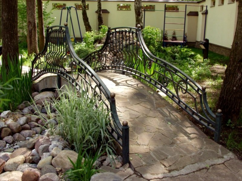 Декоративные мостики своими руками для сада 317
