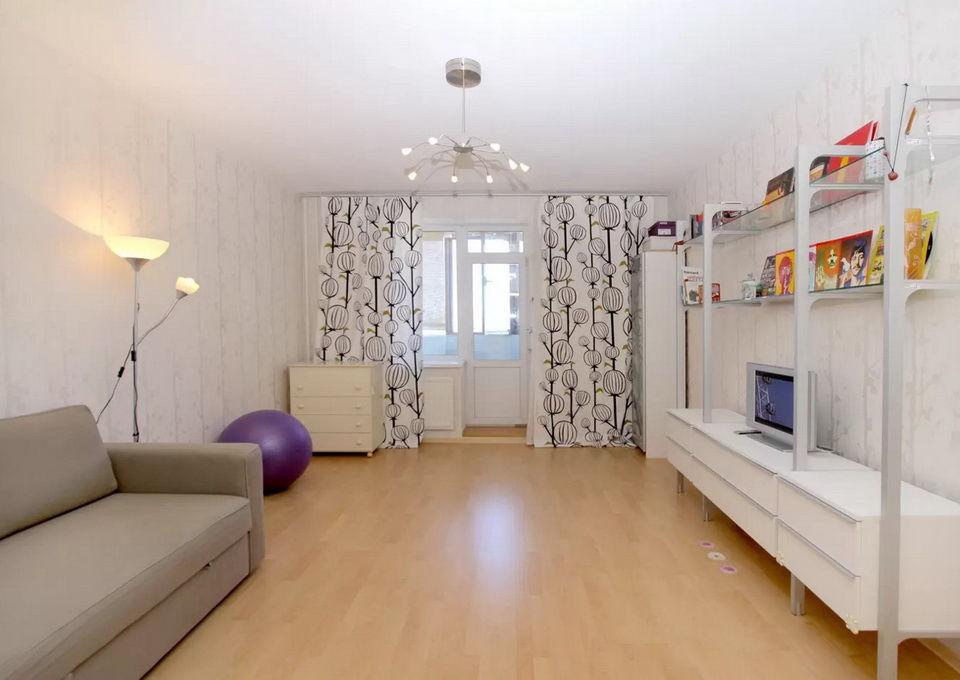 Большая гостиная в квартире