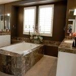 Мраморный декор ванной