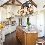 Кухонная мебель с мраморными столешницами