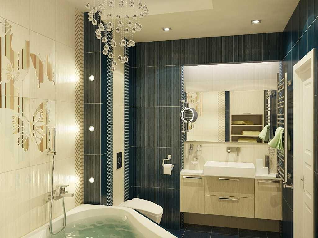 Светлый потолок в малогабаритной ванной