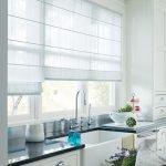 Кухонная мебель с белыми фасадами