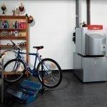 Велосипед у шкафчика